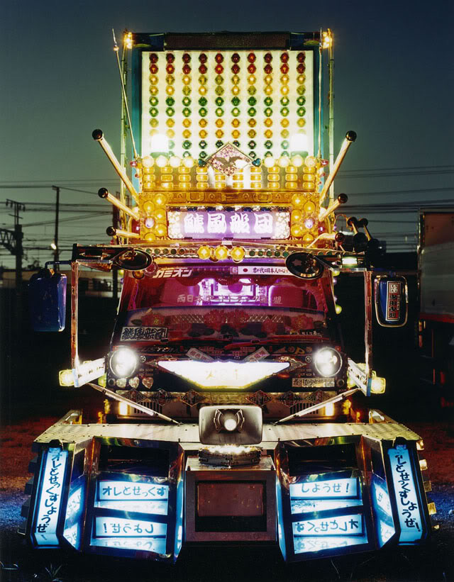 Deko-tora art truck from Japan --
