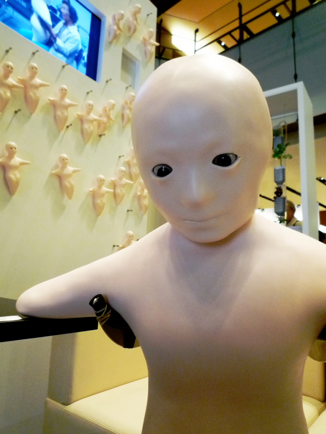 Elfoid humanoid mobile phone robot --