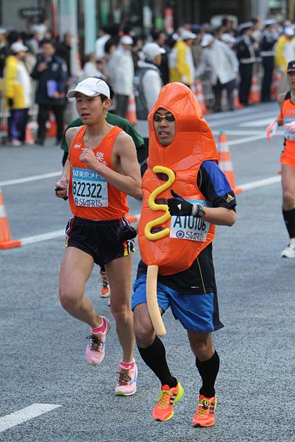 Costumed runner at Tokyo Marathon 2011 --